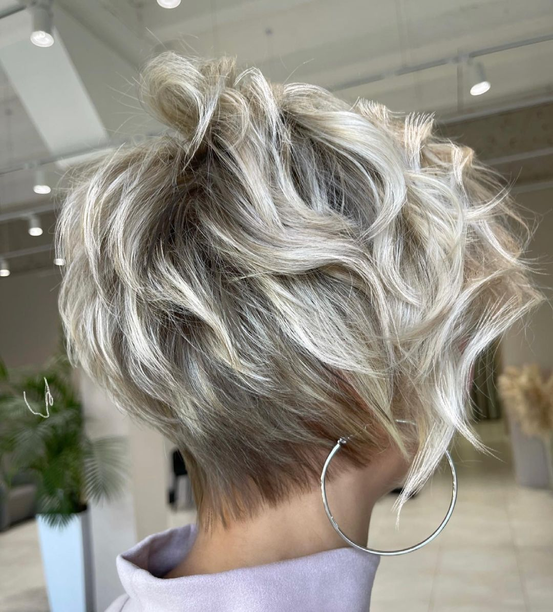 Hübsche kurze wellige Frisuren - Frauen wellige Haarschnitte für kurzes Haar