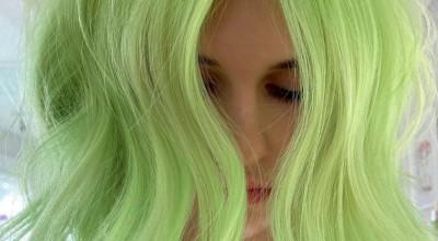 10 Medium Length Haircuts & Creative Hair Color Designs