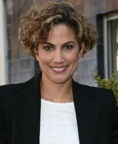 Toni Acosta Kurzhaarfrisuren